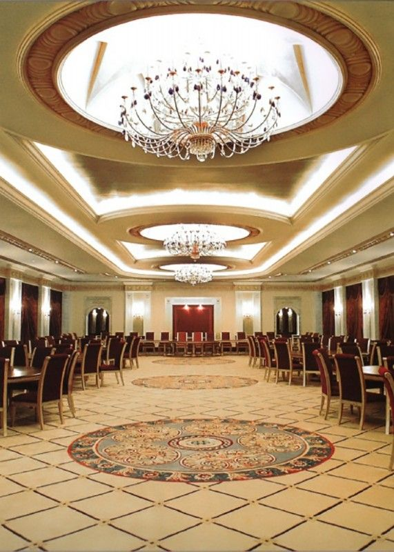 Москва казино империал холл жена играет в карты на раздевание
